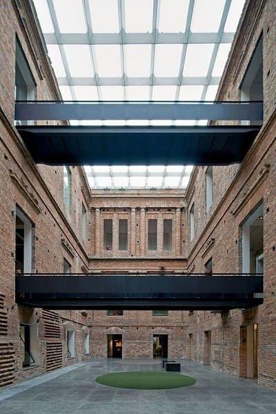 Pinacoteca: passarelas metálicas (fonte: Archidaily)